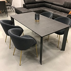 Saturno dining table - showroom sample