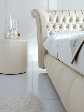 Windsor bed