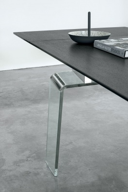 Crystal plus dining table