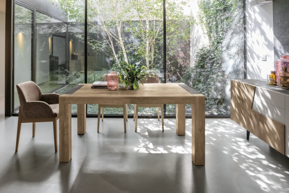 Monolite dining table