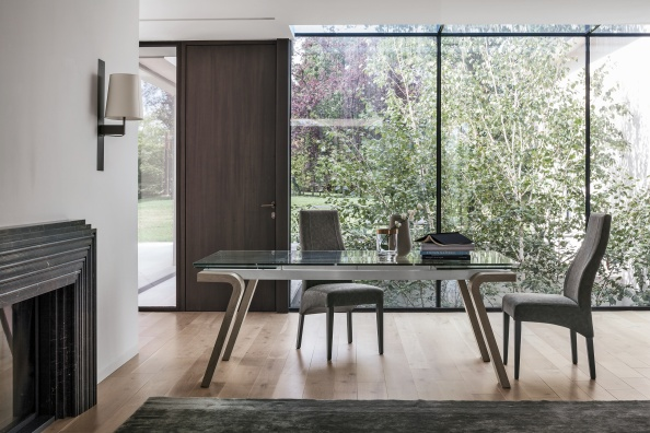 Omnia 200 dining table