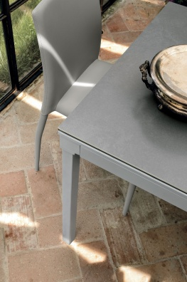 Perigeo dining table