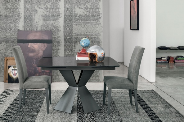 Poseidon dining table